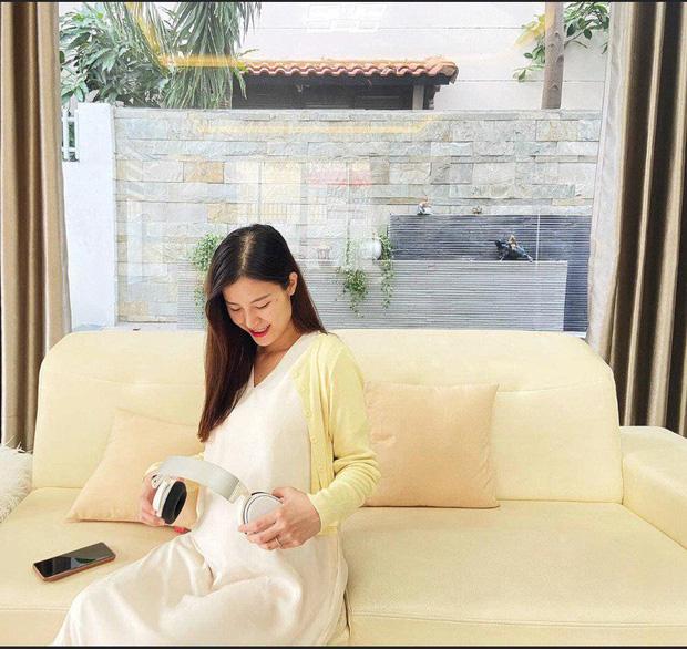 Đông Nhi tiết lộ bé trong bụng có đặc điểm chuẩn con nhà nòi, phát hiện từ buổi tụ tập cùng Gia đình văn hoá - Ảnh 2.