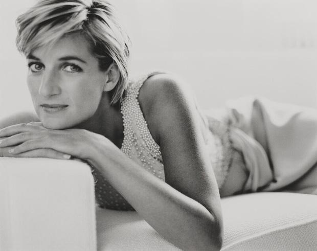 Hé lộ bộ ảnh hiếm ghi lại khoảnh khắc cuối cùng đầy rạng rỡ và hạnh phúc của Công nương Diana trước khi tai nạn thảm khốc xảy đến - Ảnh 2.