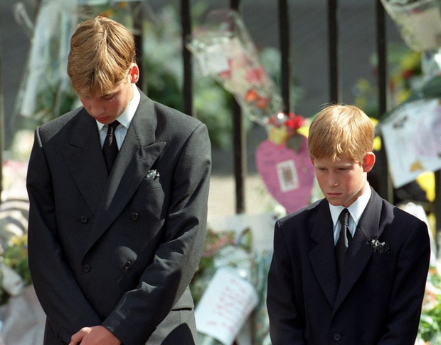 Hé lộ bộ ảnh hiếm ghi lại khoảnh khắc cuối cùng đầy rạng rỡ và hạnh phúc của Công nương Diana trước khi tai nạn thảm khốc xảy đến - Ảnh 6.