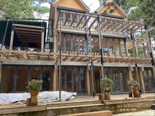 Phan Như Thảo khiến hội chị em xuýt xoa khi được chồng đại gia xây biệt thự gỗ rộng 800 m2 ở Đà Lạt theo đúng sở thích - Ảnh 1.