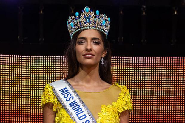Chưa từng có trong lịch sử: Hoa hậu Tây Ban Nha 2020 đeo khẩu trang đăng quang, cuộc thi tổ chức đặc biệt vì dịch Covid-19 - Ảnh 6.