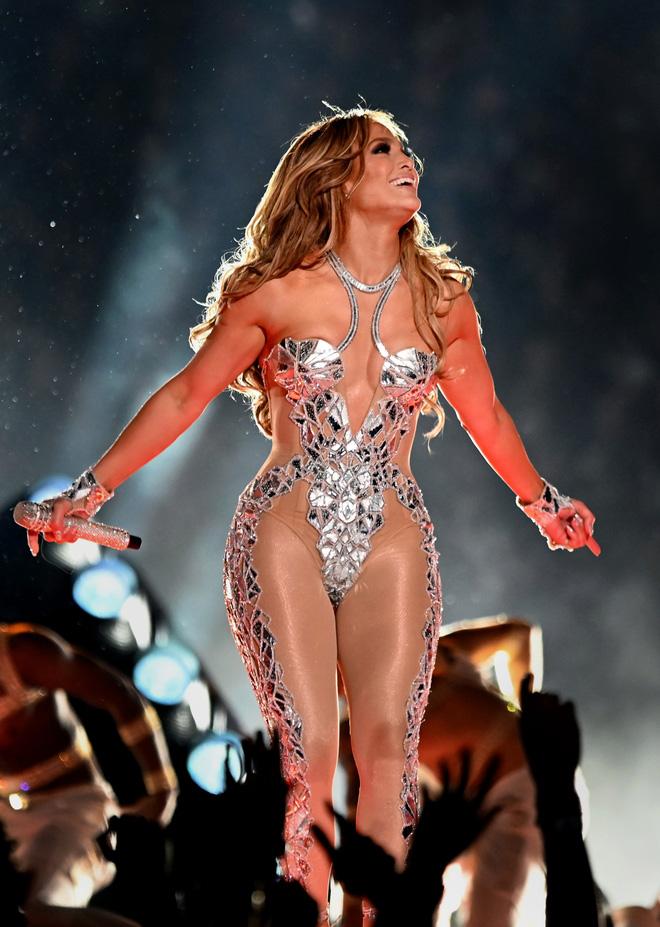 9 bí quyết khiến Jennifer Lopez 52 tuổi trông vẫn thần thái như 30, cơ thể vô cùng gợi cảm - Ảnh 2.