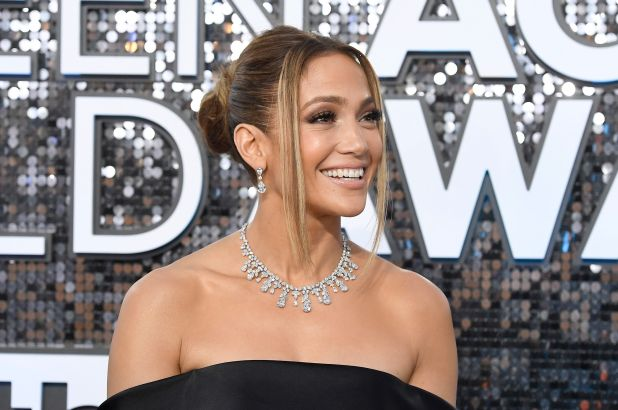 9 bí quyết khiến Jennifer Lopez 52 tuổi trông vẫn thần thái như 30, cơ thể vô cùng gợi cảm - Ảnh 1.