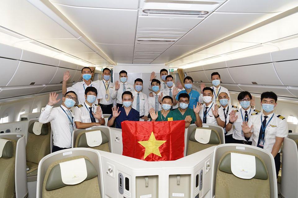 Tiếp viên trưởng kể về những tín hiệu SOS trên chuyến bay đón đồng bào ở Guinea Xích đạo - Ảnh 8.