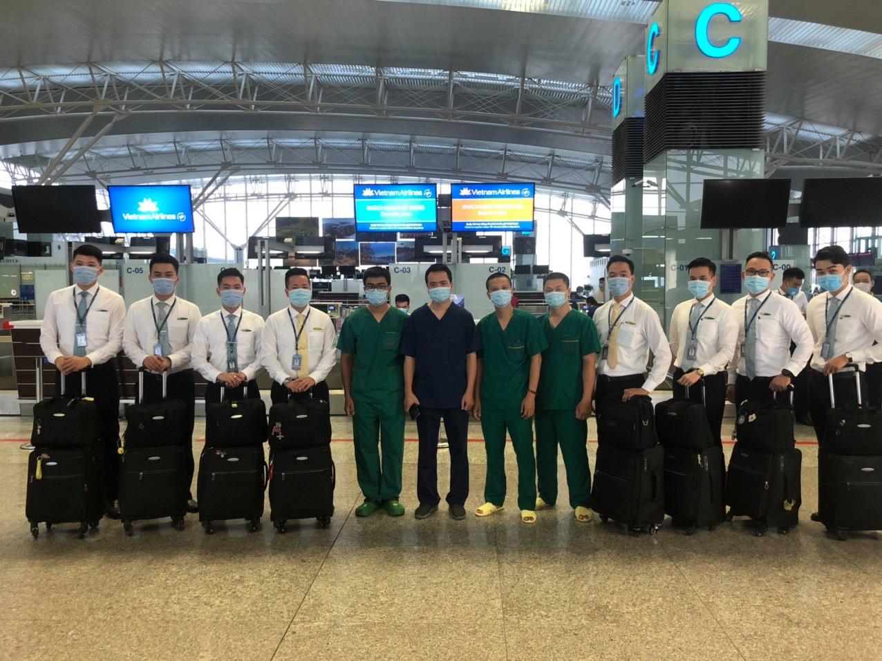 Tiếp viên trưởng kể về những tín hiệu SOS trên chuyến bay đón đồng bào ở Guinea Xích đạo - Ảnh 6.