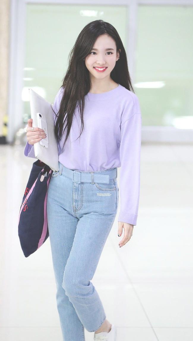 Nayeon (TWICE) không quá cao, toàn mặc đồ đơn giản nhưng style vẫn sành điệu và tôn dáng hết cỡ - Ảnh 9.