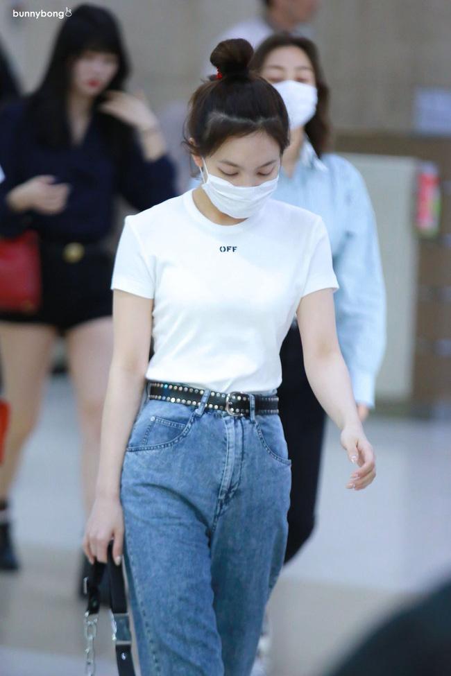 Nayeon (TWICE) không quá cao, toàn mặc đồ đơn giản nhưng style vẫn sành điệu và tôn dáng hết cỡ - Ảnh 2.