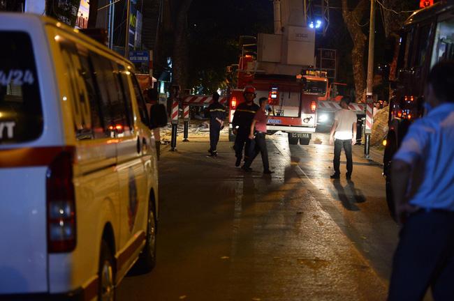 Sập giàn giáo nhiều người chết ở Hà Nội: Hàng xóm từng cảnh báo nhiều lần - Ảnh 11.