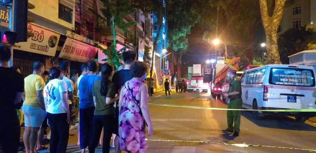 Sập giàn giáo nhiều người chết ở Hà Nội: Hàng xóm từng cảnh báo nhiều lần - Ảnh 6.