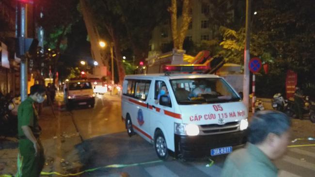 Sập giàn giáo nhiều người chết ở Hà Nội: Hàng xóm từng cảnh báo nhiều lần - Ảnh 10.