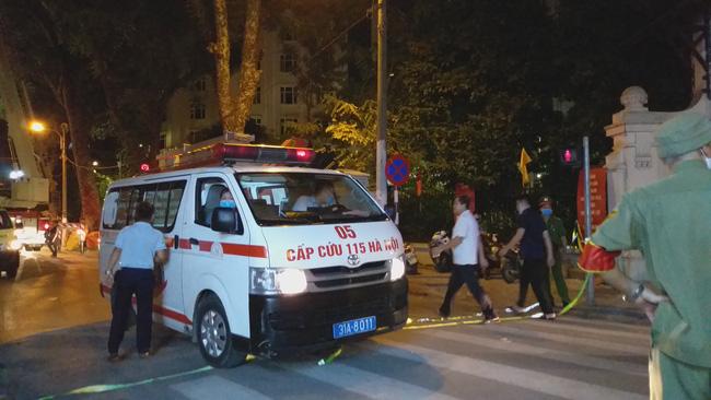 Sập giàn giáo nhiều người chết ở Hà Nội: Hàng xóm từng cảnh báo nhiều lần - Ảnh 5.