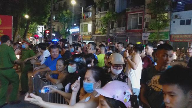 Sập giàn giáo nhiều người chết ở Hà Nội: Hàng xóm từng cảnh báo nhiều lần - Ảnh 3.