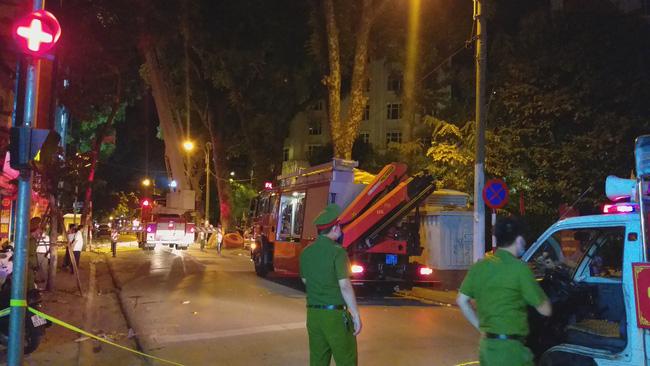 Sập giàn giáo nhiều người chết ở Hà Nội: Hàng xóm từng cảnh báo nhiều lần - Ảnh 7.