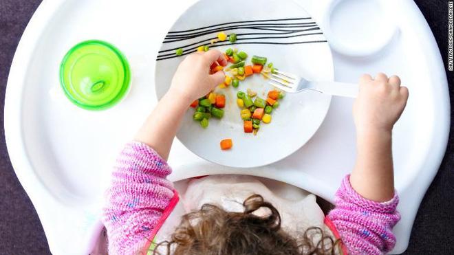 Ủy ban Tư vấn hướng dẫn chế độ ăn uống khuyến cáo không cho trẻ ăn thứ này trong 2 năm đầu đời - Ảnh 3.