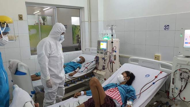 9 bệnh nhân COVID-19 nguy kịch, 6 người phải chạy ECMO - Ảnh 1.
