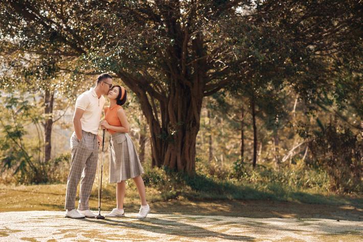 MC Thu Hoài hạnh phúc trong bộ ảnh lãng mạn với chàng hoàng tử điển trai - Ảnh 2.