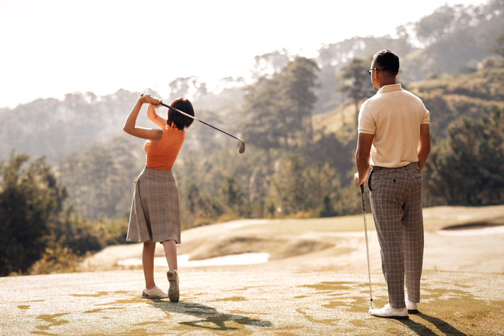 MC Thu Hoài hạnh phúc trong bộ ảnh lãng mạn với chàng hoàng tử điển trai - Ảnh 11.