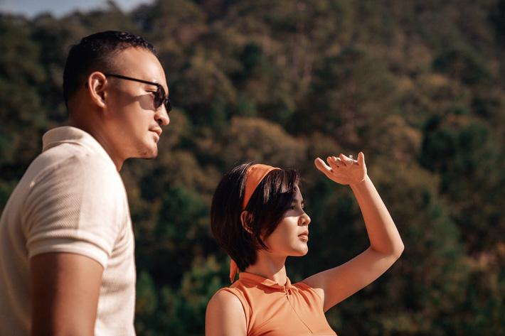 MC Thu Hoài hạnh phúc trong bộ ảnh lãng mạn với chàng hoàng tử điển trai - Ảnh 9.