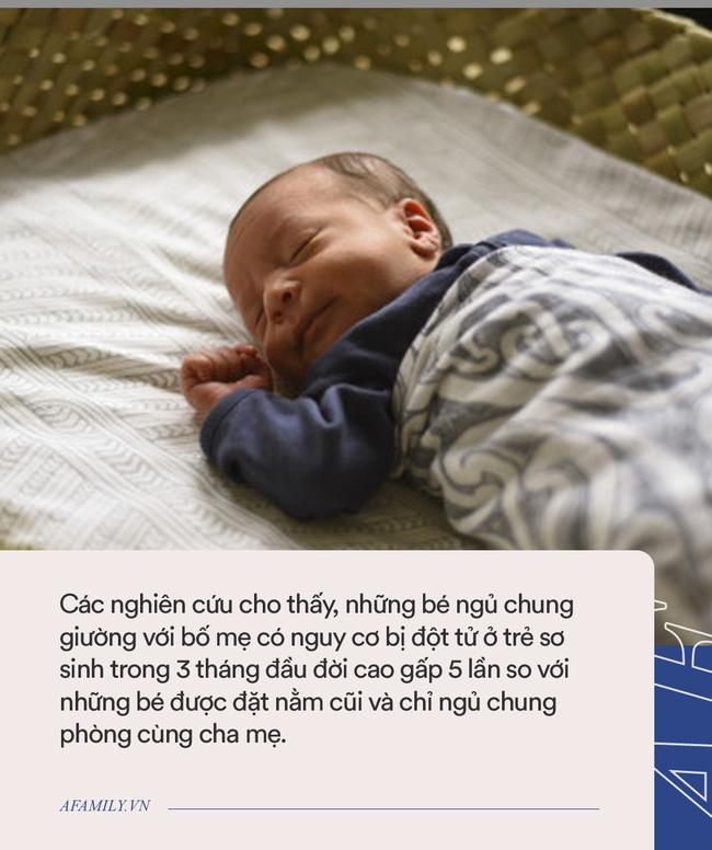 Ám ảnh cảnh người cha bế con bất động vào phòng cấp cứu, bác sĩ nhi cảnh báo về việc ngủ chung giường với con - Ảnh 1.