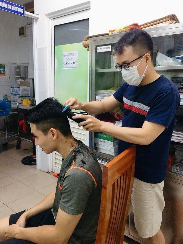 Hình ảnh giản dị mà dễ thương của các y bác sĩ bên trong Bệnh viện Đà Nẵng - Ảnh 2.