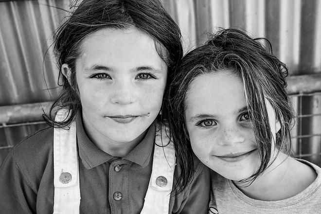 Trẻ em phì phèo điếu thuốc, make-up đậm, đeo túi hiệu và những nét văn hóa độc đáo đầy ấn tượng của dân du mục ngay giữa lòng Ireland - Ảnh 14.