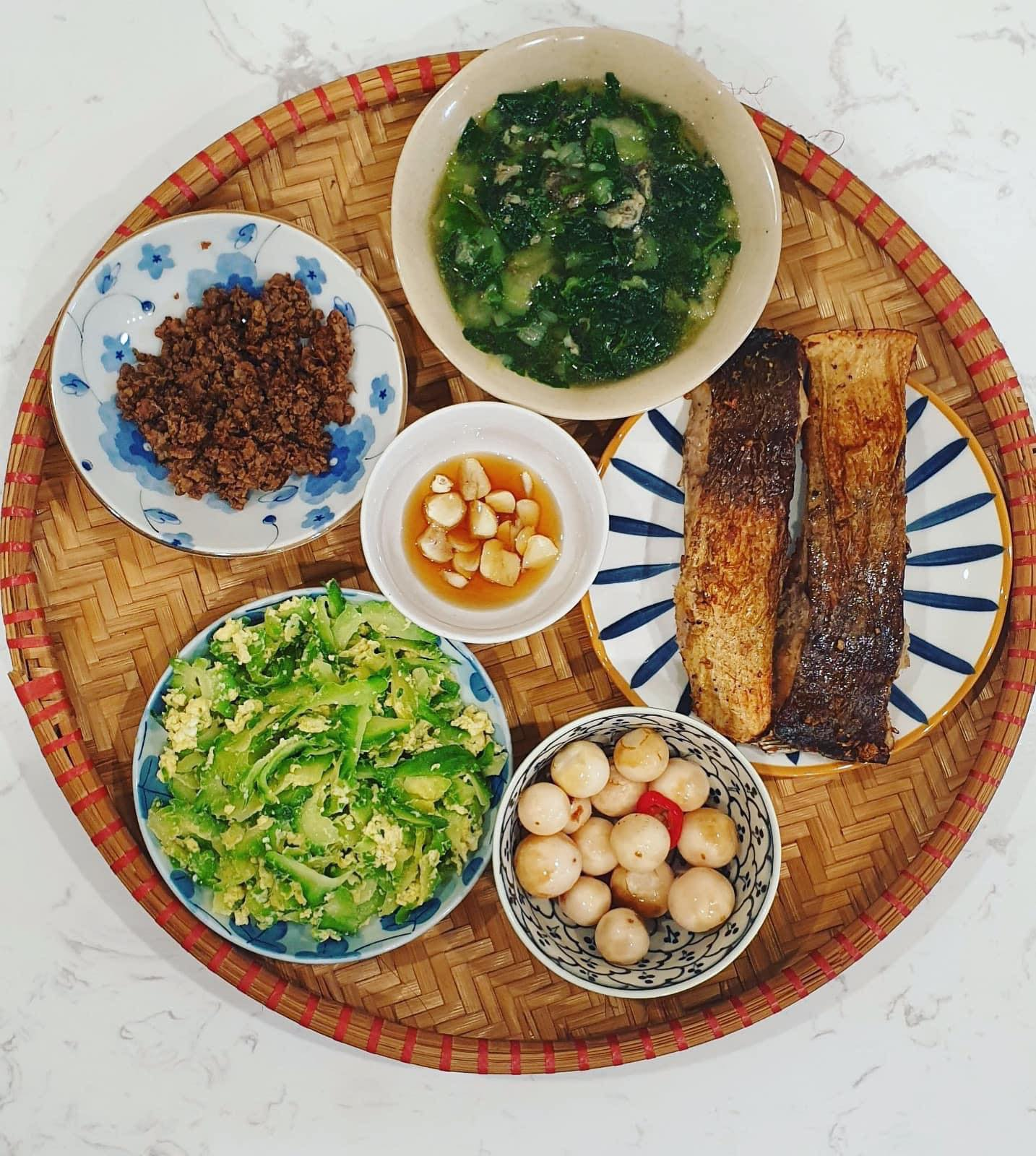 Chi phí chỉ từ 100k nhưng mỗi bữa cơm của bà nội trợ Hà Nội đều tươm tất đủ món thơm ngon, bổ dưỡng cho mọi thành viên gia đình - Ảnh 9.