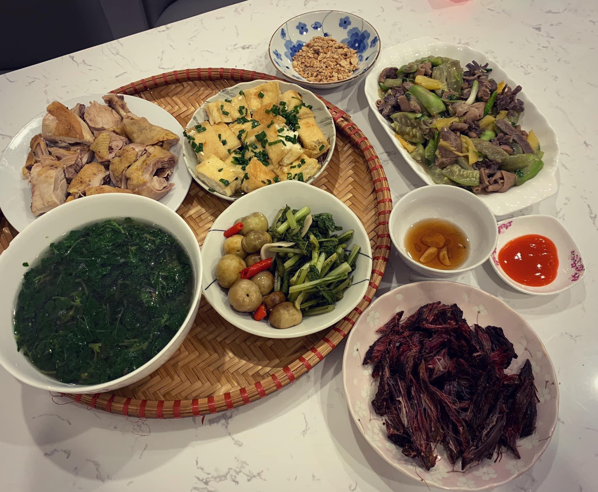 Chi phí chỉ từ 100k nhưng mỗi bữa cơm của bà nội trợ Hà Nội đều tươm tất đủ món thơm ngon, bổ dưỡng cho mọi thành viên gia đình - Ảnh 18.