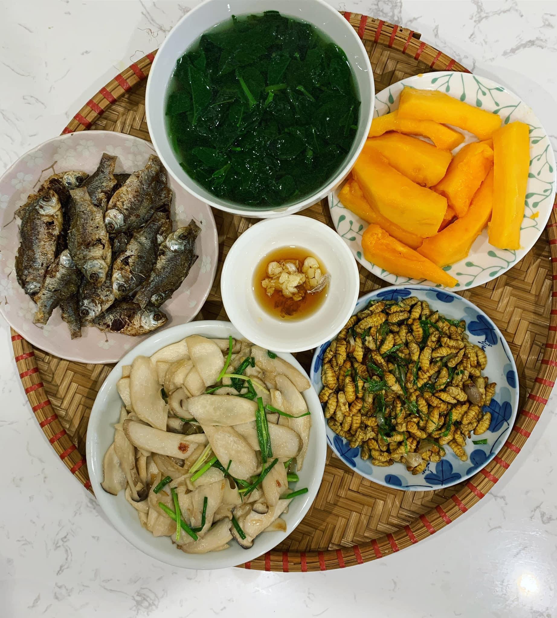 Chi phí chỉ từ 100k nhưng mỗi bữa cơm của bà nội trợ Hà Nội đều tươm tất đủ món thơm ngon, bổ dưỡng cho mọi thành viên gia đình - Ảnh 14.
