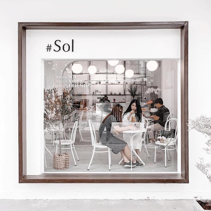 Quán cà phê chuẩn Hàn Quốc giữa lòng Sài Gòn lập tức khiến giới trẻ phát cuồng: Nghệ sĩ rủ nhau check-in, giới trẻ ngồi chật kín chỗ - Ảnh 2.