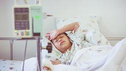 """Cha mẹ """"cứng đầu"""" nhất định không làm theo lời bác sĩ, 2 năm sau cậu bé 11 tuổi phát hiện bị bệnh thận giai đoạn cuối"""