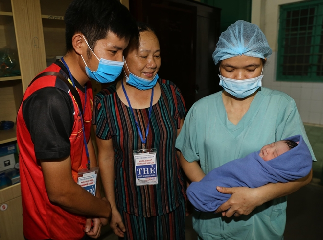 Mẹ con sản phụ mắc hội chứng tăng đông máu hiếm gặp được cứu sống - Ảnh 3.