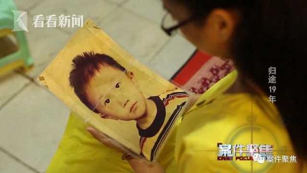 Vô tình tiết lộ hoàn cảnh gia đình, người mẹ khiến con trai 3 tuổi bị bắt cóc mãi đến 19 năm sau mới được gặp lại nhau - Ảnh 2.