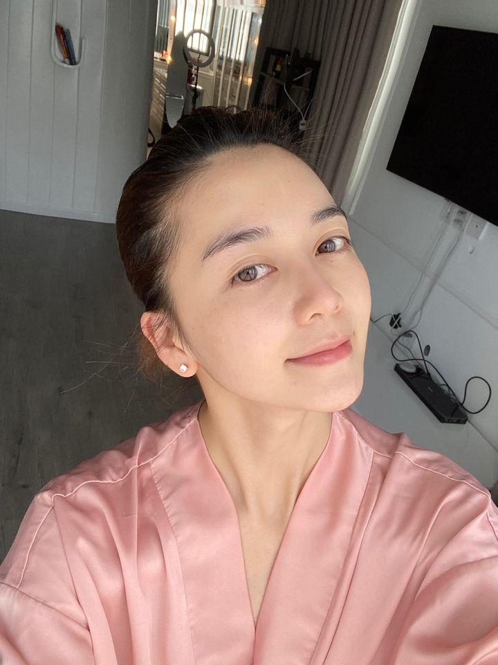 Rửa mặt theo cách của phụ nữ Nhật, Thiều Bảo Trang khoe thành quả da căng mịn, trắng như phát sáng ở tuổi 29 - Ảnh 2.