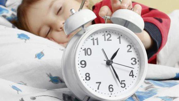 Bảng thời gian ngủ cần thiết cho trẻ theo từng độ tuổi, nhìn vào ai cũng giật mình vì hầu hết trẻ đang thiếu ngủ trầm trọng