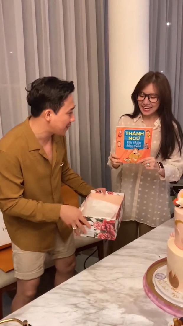 Sao Việt mở tiệc sinh nhật xa hoa nhất Vbiz: Hà Hồ - Lý Nhã Kỳ như tổ chức lễ trao giải, Ngọc Trinh khiến dân tình xịt máu mũi - Ảnh 17.