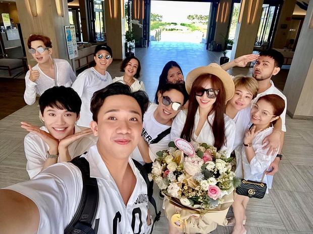 Sao Việt mở tiệc sinh nhật xa hoa nhất Vbiz: Hà Hồ - Lý Nhã Kỳ như tổ chức lễ trao giải, Ngọc Trinh khiến dân tình xịt máu mũi - Ảnh 21.