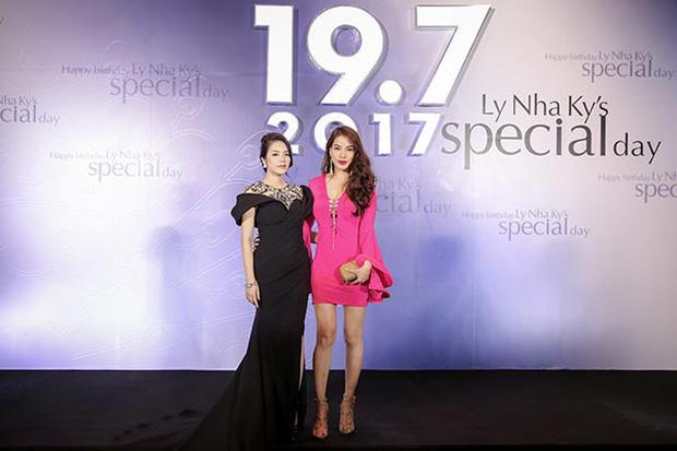 Sao Việt mở tiệc sinh nhật xa hoa nhất Vbiz: Hà Hồ - Lý Nhã Kỳ như tổ chức lễ trao giải, Ngọc Trinh khiến dân tình xịt máu mũi - Ảnh 5.