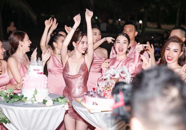 Sao Việt mở tiệc sinh nhật xa hoa nhất Vbiz: Hà Hồ - Lý Nhã Kỳ như tổ chức lễ trao giải, Ngọc Trinh khiến dân tình xịt máu mũi - Ảnh 26.