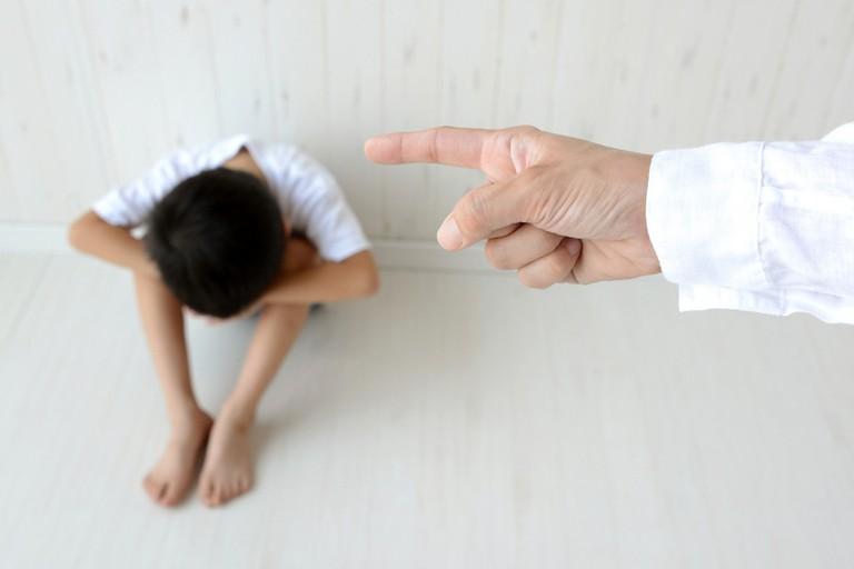 Cha mẹ đừng thắc mắc sao con ngày càng hung hăng nếu bạn vẫn đang làm việc này mỗi khi con phạm lỗi - Ảnh 1.
