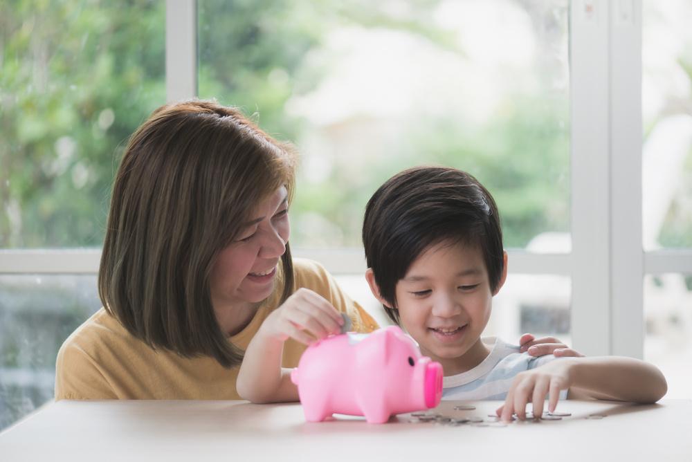 Những thói quen tài chính cần học khi bạn là các ông bố, bà mẹ đơn thân - Ảnh 6.
