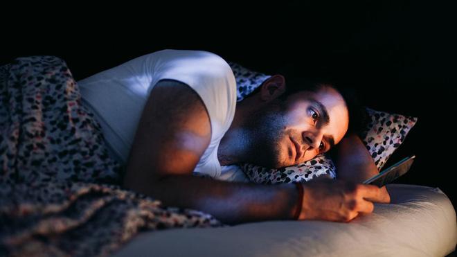 Nghiên cứu mới: Thói quen trước khi đi ngủ của rất nhiều người đang diệt tinh trùng - Ảnh 1.