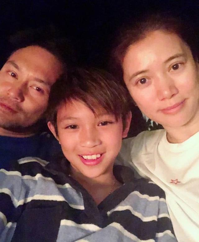 Chuyện tình đẹp giữa Viên Vịnh Nghi và Trương Trí Lâm: 27 năm bên nhau vẫn ngày ngày nắm tay cùng đi mua sắm, 12 năm che giấu sự nổi tiếng của mình với con trai - Ảnh 14.