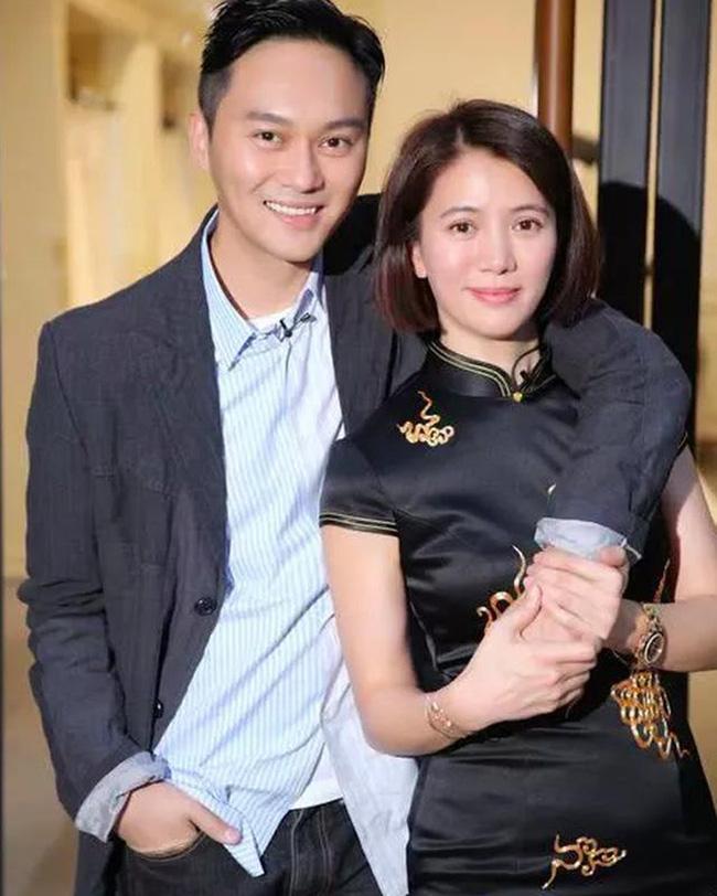 Chuyện tình đẹp giữa Viên Vịnh Nghi và Trương Trí Lâm: 27 năm bên nhau vẫn ngày ngày nắm tay cùng đi mua sắm, 12 năm che giấu sự nổi tiếng của mình với con trai - Ảnh 6.