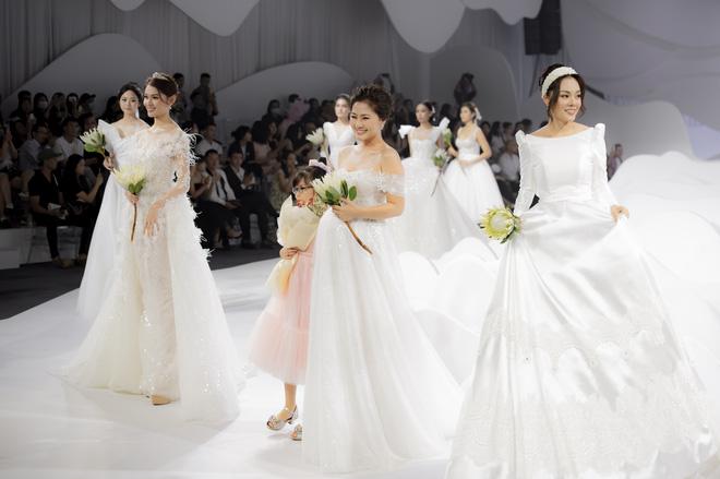 Ngọc Lan xinh đẹp rạng rỡ khi hóa thân cô dâu bầu trình diễn váy cưới  - Ảnh 5.