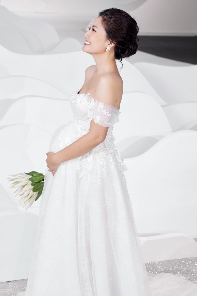 Ngọc Lan xinh đẹp rạng rỡ khi hóa thân cô dâu bầu trình diễn váy cưới  - Ảnh 3.