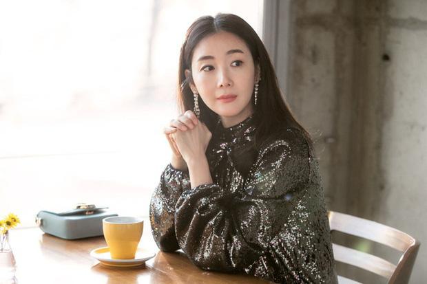 Phim rating kỷ lục giúp cả dàn sao đổi đời: Bae Yong Joon, Choi Ji Woo hóa ông hoàng bà chúa, Song Hye Kyo chưa thị phi bằng Á hậu tù tội - Ảnh 23.