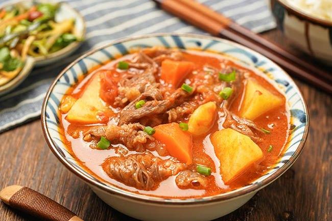 Mẹo khéo hầm bò với rau củ cho ngày se lạnh, cả nhà ăn bay nồi cơm - Ảnh 2.