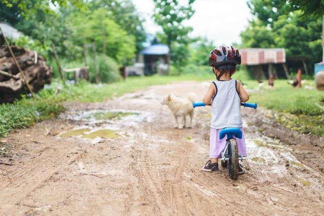 Có những việc tưởng chừng là tốt cho con, nhưng thực ra lại ảnh hưởng đến sức khỏe của con rất nhiều, nhất là việc số 6 - Ảnh 4.