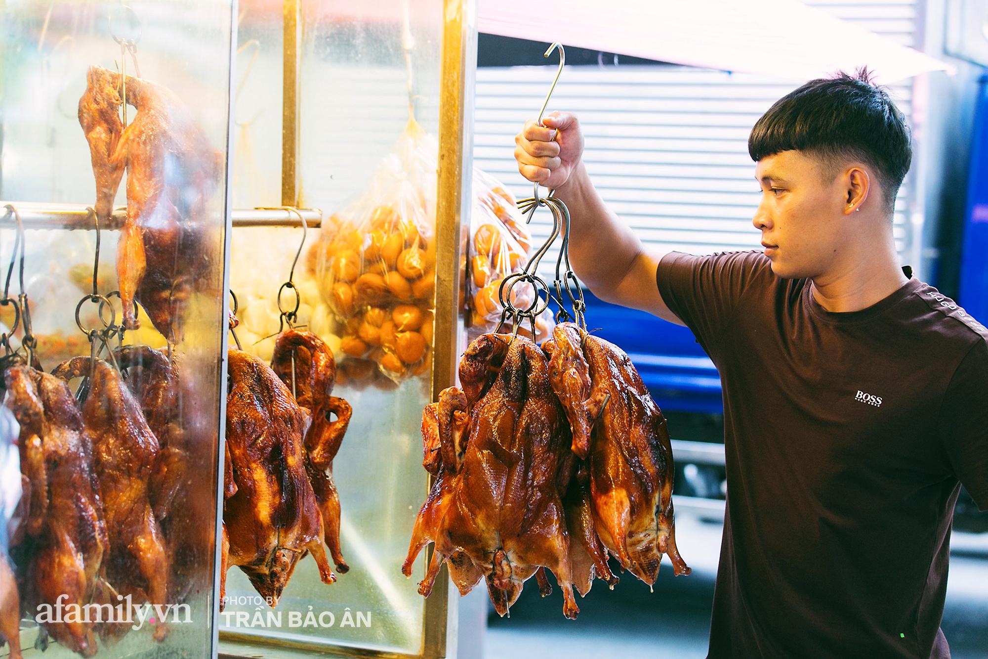 Tiệm vịt quay chính tông của người Hoa tại quận 5, đỉnh điểm có ngày bán 3.000 con, ra đời đã gần 50 năm chưa ngày nào vắng khách - Ảnh 3.