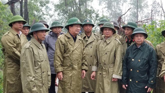 Sụt núi, Phó tư lệnh Quân khu 4 cùng đoàn cứu hộ bị mất liên lạc - Ảnh 3.